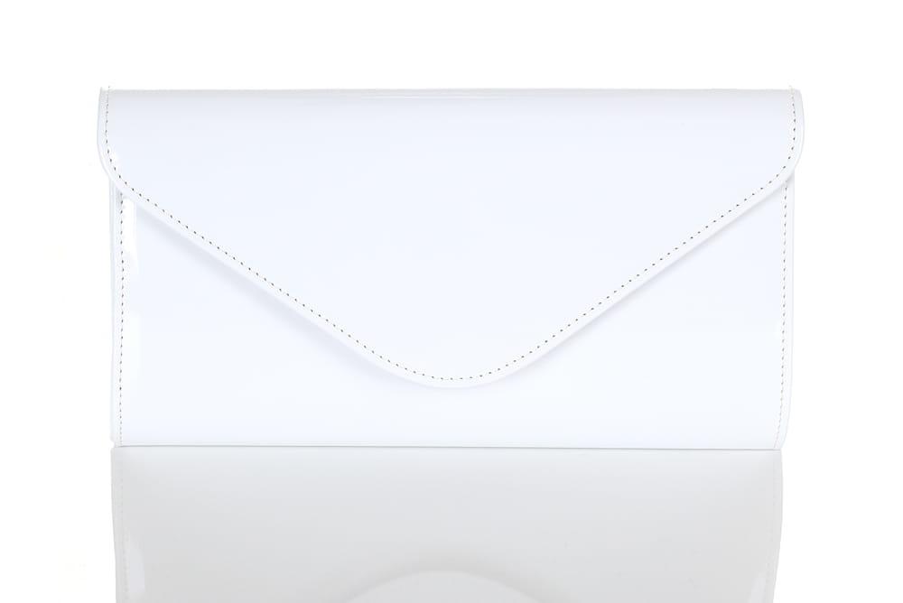 1f5548aaa3bc8 Biała mała lakierowana kopertówka W35 Centrum Modnych Torebek