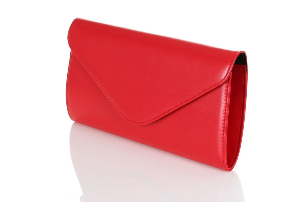 40812aa350f77 Matowa czerwona kopertówka  Matowa czerwona kopertówka - widok z boku