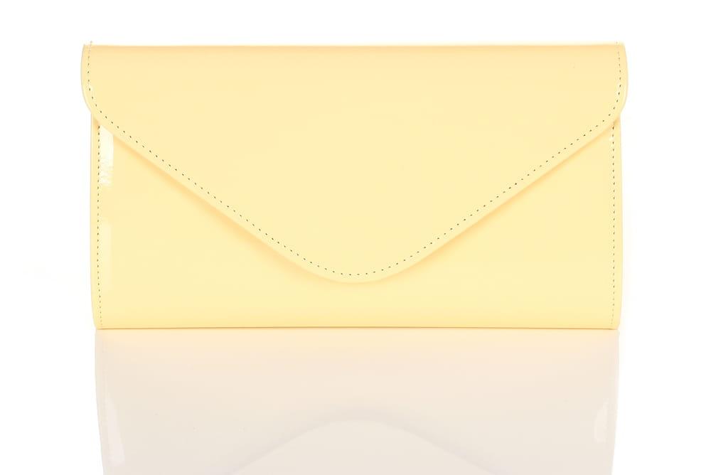 3f8132373c8eb Żółta lakierowana kopertówka W25 Centrum Modnych Torebek