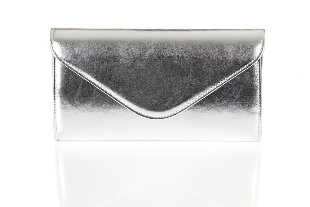 639e10d1ed29a Mała srebrna metaliczna kopertówka W35 Centrum Modnych Torebek